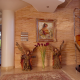 Diseño interior con pared en ladrillo visto en vivienda unifamiliar